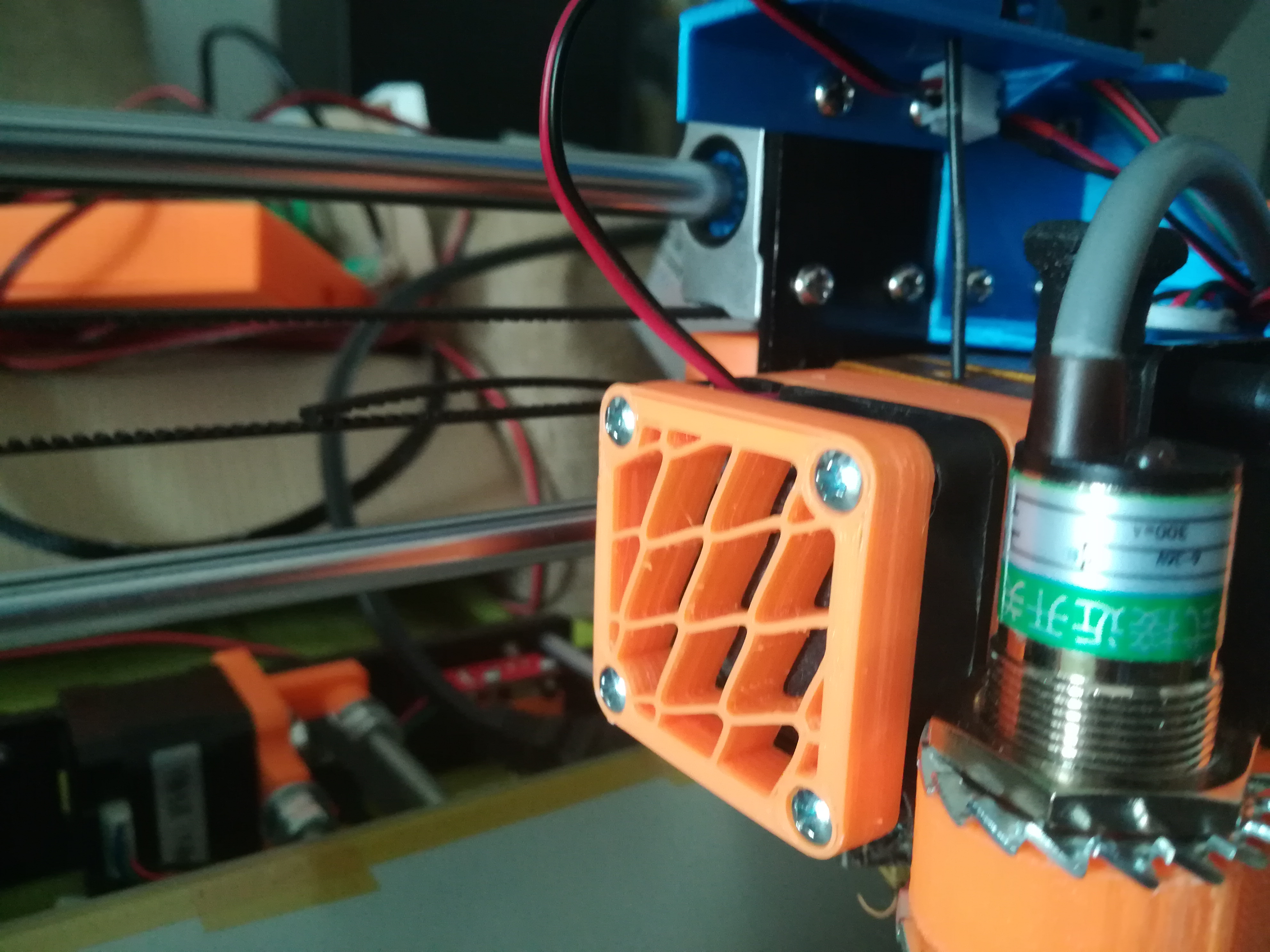 ANET A8 - Extruder fan removable 3x1,5 Neodymium magnets. by Didakis ...